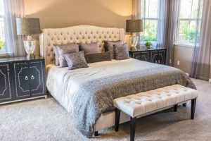 Guide pour nettoyer une tête de lit en tissu